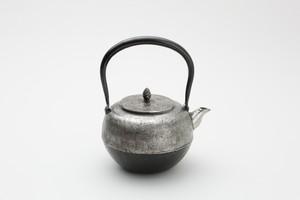 砂鉄鉄瓶 丸釜砂肌 0.7L 佐藤勝弘