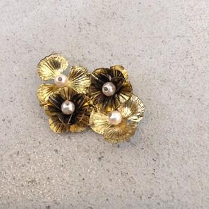 ゴールド×パールのお花ブローチ