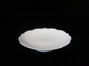 【井上萬二作】白磁菊彫文皿(中)