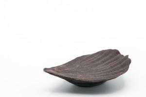黒釉マドレーヌ豆皿