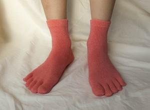 草木染(茜染め) 冷え取りシルク 5本指靴下
