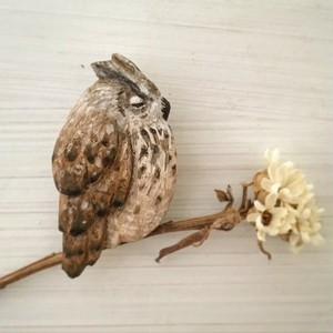 ブローチ  眠るミミズク  ( Pin resin brooch   Owl sleeping on a long night)