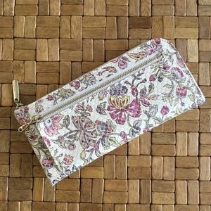 薄くて軽くて大容量な長財布 14ZipWallet スペインシープ革 花柄 ホワイトSqueeze