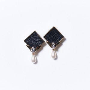 DROP PEARL LEATHER SQUARE EARRINGS(BLACK)