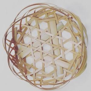 竹の飾りかご