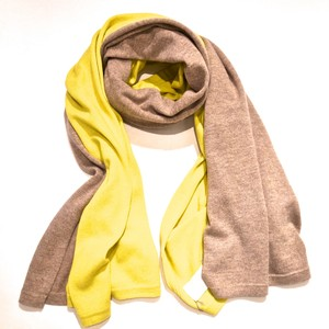 MAISON CARRÉE BI‐COLOR STOLE  CHICK YELLOW × SAND BEIGE
