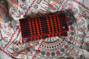 マダガスカルの水草で編んだミニクラッチ 赤と黒