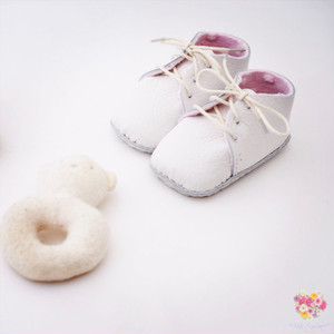 《First Baby Shoes》Model : MOLLIE ファーストシューズ手作りキット Baby pink