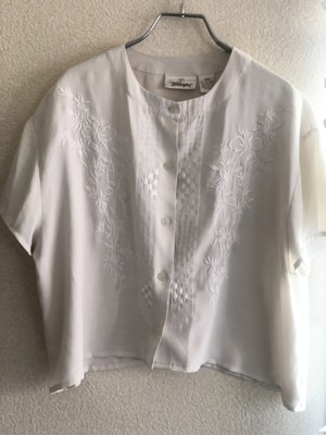 blouse / front embroidery