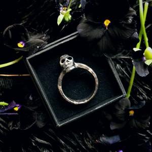髑髏の指輪