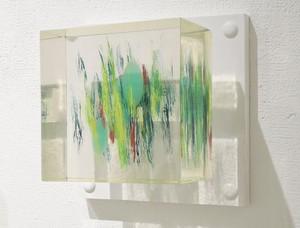 岡田卓也 : 透明樹脂の立体