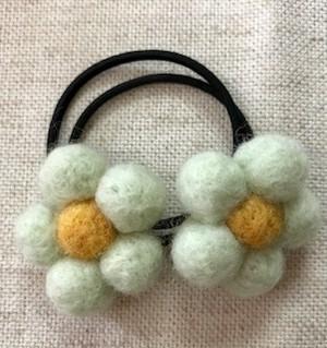 羊毛フェルト花ヘアゴム(2個入り)