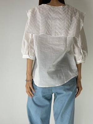 刺繍オーバーレース衿ブラウス
