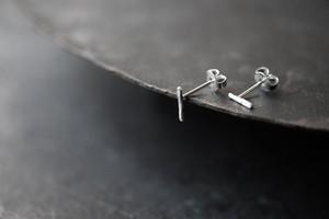 小さいシワの一本線ピアス(silver)