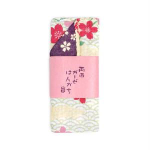 両面ガーゼはんかち 青海波に桜 [004-00213-001]