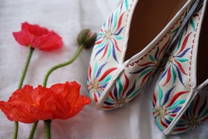 Flower Embroidery Shoes (White/sparkle)
