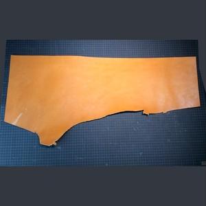 栃木レザーの端切れ キャメル2.5~3.0㎜厚(611113-)