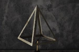 四角錐オブジェ