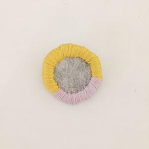 刺繍糸のブローチ<2>