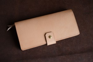 ナチュラルヌメを使ったシンプルな長財布