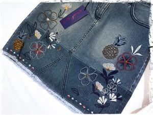 パイナップル刺繍のデニムスカート