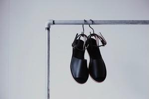 Un / Sayū, Sandals