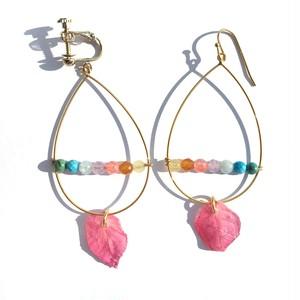 ブーゲンビリアと虹色天然石のフープピアス
