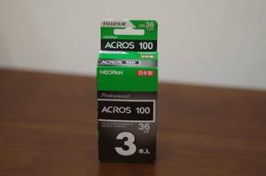 【白黒ネガフィルム 35mm】 FUJI FILM(フジフィルム)ネオパン 100 ACROS 36枚撮り(3本パック)