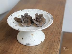器のしごと 花つぼみ箸置き(鉄錆)