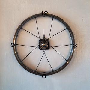 自転車のホイルを使用した壁掛け時計
