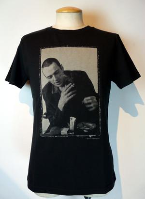 ジョー・ストラマー Tシャツ〈FUNDOM×HERBIE YAMAGUCHI〉(黒)