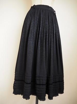 【ドイツ】 柄刺繍タックフレアスカート