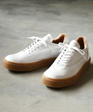 Hole cut sneakers - gumsole / ER8407