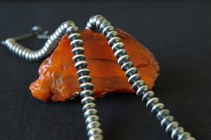 ナバホ族 Sandra Whittington ナバホパール シルバービーズネックレス 5.6mm玉 47.5cm インディアンジュエリー