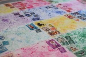 12の異なる物語:切手コラージュレター