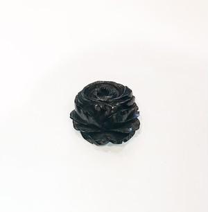ジェット風、黒い樹脂のオールドローズのブローチ