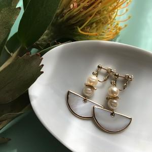 Semi circle shell pierce / earring
