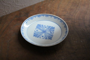 染付紋章文の皿 Antique Japanese Blue and White Dish with Emblem Design 20th C