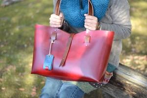 手縫い牛ヌメ革トートバッグA4横 ワインレッド(受注製作)