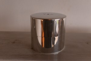 CINQ ブリキのTEA缶