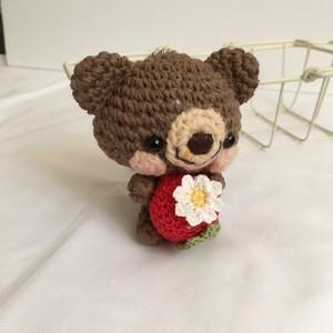 【受注生産】大きめ!赤イチゴ・チョコレートブラウン色コットン糸クマ・ボールチェーン