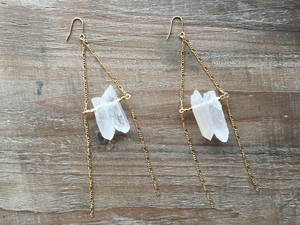 Crystal × gold beads triangle earrings