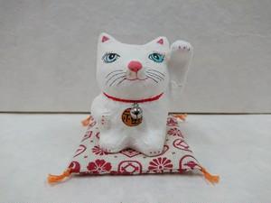 張り子の招き猫(ホワイト)