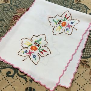 メープル刺繍のハンガリークロス