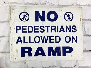 品番6275 道路標識 看板 『NO PEDESTRIANS ALLOWED ON RAMP』 ロードサイン サインボード アメリカンヴィンテージ