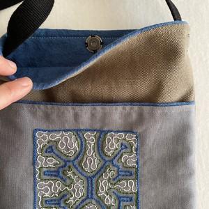 ポシェット26 カラー帆布 緑刺繍 シピボ族の手刺繍 ホック付き