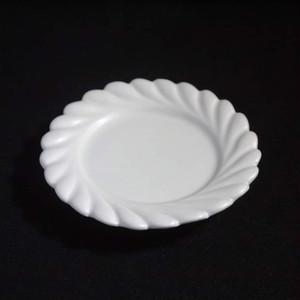 ひねり輪花リム皿 M