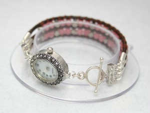 カレンシルバーとインカローズの腕時計