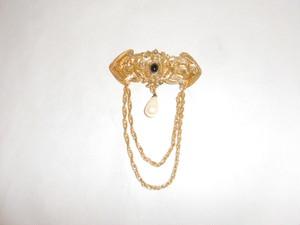 黒とパールのさがりブローチ(ビンテージ) vintage brooch (black, pearl color)
