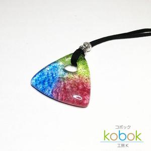 ライヘンバッハ トライアングル型 虹色ペンダント